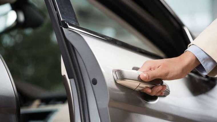 Nouzové otvírání aut